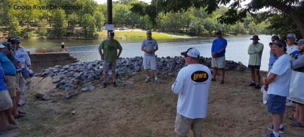 Harvey Starling give the devotional after the Coosa River weigh in.